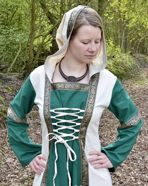 Abito medievale con cappuccio